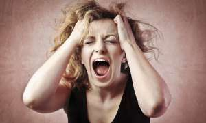 पीरियड्स से कुछ दिन पहले लड़कियों को होती है PMS की समस्या, मूड स्विंग से लेकर सुसाइड के आते है ख्याल