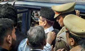 यूपी: आजम खान, उनकी पत्नी और बेटे को रामपुर से सीतापुर जेल ट्रांसफर किया गया