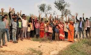 सोनभद्र: आदिवासियों पर 'बिजली' गिरी, बल्ब जला नहीं लेकिन बिल 1 करोड़ रुपये का