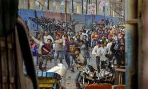 दिल्ली: मौजपुर में CAA विरोधियों और समर्थकों के बीच जमकर चले पत्थर, इलाके में तनाव