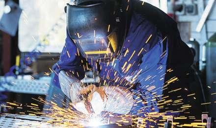 तीन महीने के निचले स्तर पर आया औद्योगिक उत्पादन, अक्टूबर में 2.2% रहा IIP
