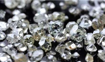 घर में ही आसानी से पता लगा सकते हैं असली और नकली हीरे का फर्क