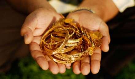 Gold rate today: सोना हुआ 100 रुपए महंगा, चांदी में आई 1075 रुपए की बड़ी गिरावट