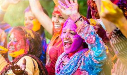 होली में हानिकारक रंगों से कुछ इस तरह बचाएं अपने बाल और त्वचा, फॉलो करें शहनाज हुसैन के टिप्स