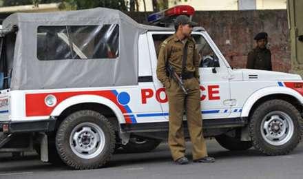 दिल्ली में ट्रिपल मर्डर से सनसनी, प्रॉपर्टी विवाद में एक ही परिवार के तीन लोगों की हत्या