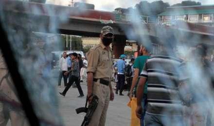 जम्मू से कश्मीर तक दहशत की रात, सीआरपीएफ कैंप पर आतंकियों ने किया ग्रेनेड से हमला