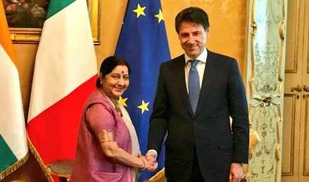इटली के प्रधानमंत्री से मिलीं सुषमा स्वराज, दोनों देशों के संबंधों में ताजगी लाने पर चर्चा की