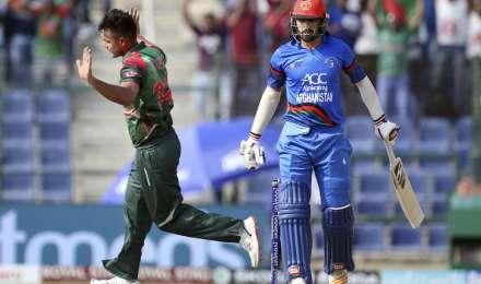 Live Bangladesh vs Afghanistan: बांग्लादेश को लगा तीसरा झटका, मोमिनुल हक हुए आउट