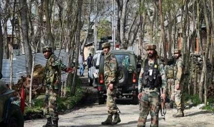 जम्मू कश्मीर: आतंकवादियों की तलाश में पुलवामा के 8 गांवों में बड़ा सर्च ऑपरेशन
