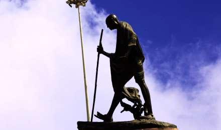 """महात्मा गांधी के खिलाफ मलावी में शुरू हुआ ''गांधी मस्ट फॉल"""" अभियान, मूर्ति लगाने का विरोध"""