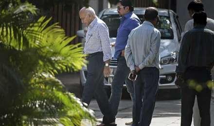 #MeToo: पत्रकार प्रिया रमानी के खिलाफ कोर्ट पहुंचे एमजे अकबर, मानहानि का केस दर्ज कराया