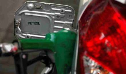 तेल की कीमतों में लगातार सातवें दिन गिरावट, ये हैं पेट्रोल-डीजल की आज की कीमतें