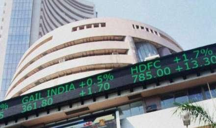 कमजोर वैश्विक संकेतों के बीच शेयर बाजारों में गिरावट, सेंसेक्स 79 अंक नीचे