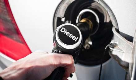 पेट्रोल और डीजल की कीमतों में और हुई कटौती, ये है मंगलवार की रेट लिस्ट