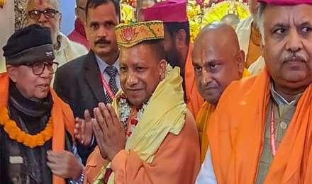 यूपी के सीएम योगी आदित्यनाथ ने नेपाल के जनकपुर में 'विवाह पंचमी' में हिस्सा लिया
