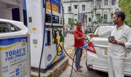 फिर बढ़े तेल के दाम, 8 दिनों पेट्रोल 2 रुपए और डीजल ढाई रुपए महंगा हुआ