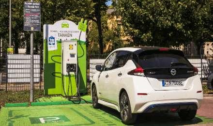 इलेक्ट्रिक वाहनों के लिए हर 25किमी पर चार्जिंग स्टेशन बनाना चाहती है सरकार, जारी किए इसके लिए दिशा-निर्देश