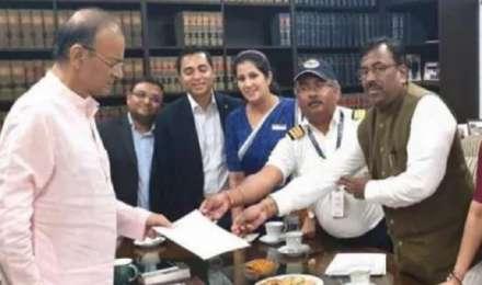 'वित्त मंत्री अरुण जेटली ने दिया कंपनी की हालत पर गौर करने का भरोसा', जेट एयरवेज के CEO का बयान