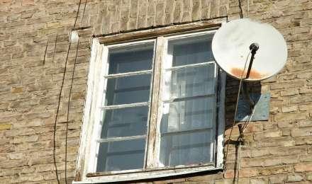 Vastu Tips: घर की खिड़की के सामने न लगाए डिश या एंटीना, पड़ेगा बच्चों की पढ़ाई पर बुरा असर