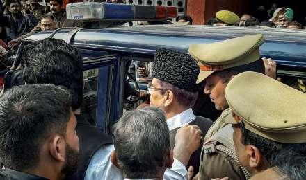 सीतापुर जेल भेजे गए आजम, उनकी पत्नी और बेटा, अखिलेश ने राजनीतिक साजिश बताया