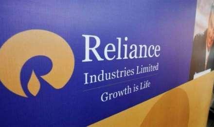 शीर्ष 10 में से आठ कंपनियों का बाजार पूंजीकरण एक लाख करोड़ रुपये से अधिक बढ़ा