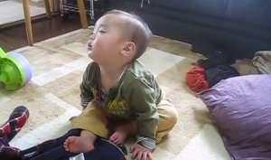 Video: बच्चा सो रहा है.....
