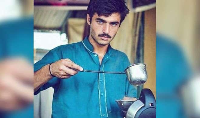 नीली आंखों वाले पाकिस्तानी 'चाय वाला' हुआ सोशल मीडिया पर वायरल - India TV