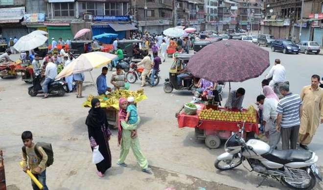 कश्मीर में लोगों ने अलगाववादियों को दिखाया अंगूठा, घाटी में हालात शांतिपूर्ण - India TV
