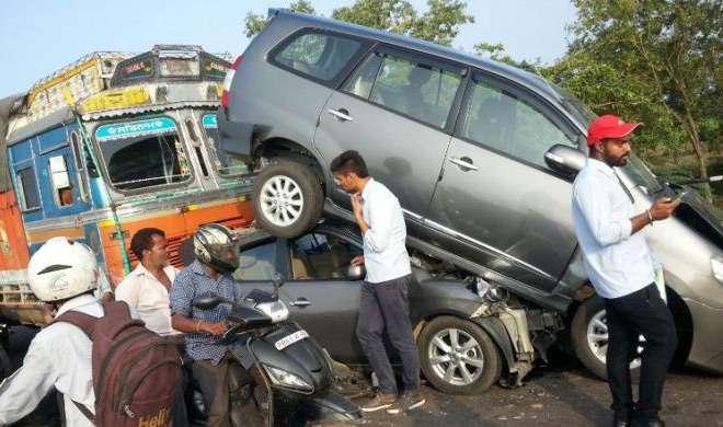 पंजाब: कार बस से टकराई, एक ही परिवार के 5 सदस्यों की मौत