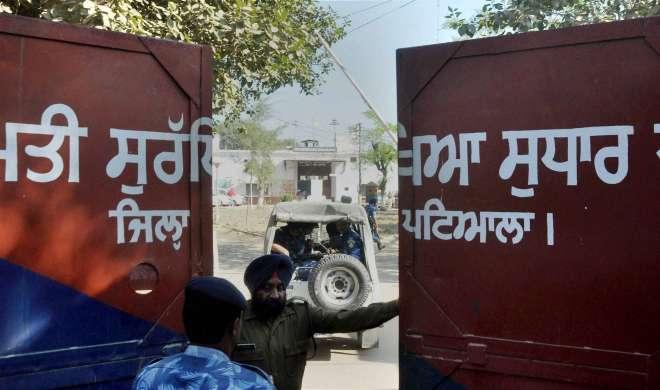 नाभा जेल ब्रेक केस में जेल अधीक्षक समेत तीन कर्मचारी गिरफ्तार - India TV