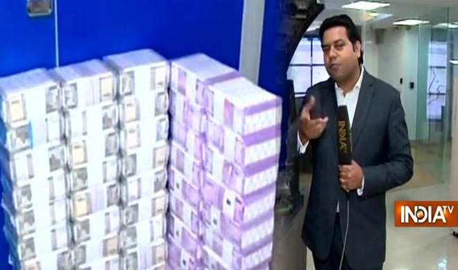 जानिए एटीएम तक कैसे और कहां से पहुंचता है पैसा? दिल्ली के कैश गोदाम से इंडियाटीवी की स्पेशल रिपोर्ट - India TV