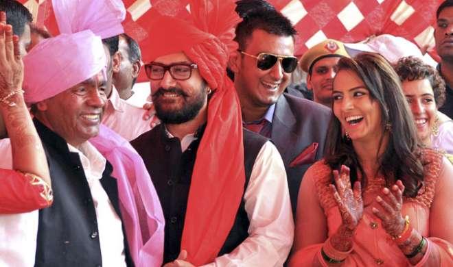 गीता फोगट की शादी में पहुंचे आमिर, दंगल को बताया उपहार - India TV