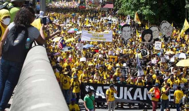 प्रदर्शनकारियों ने की मलेशिया के प्रधानमंत्री के इस्तीफे की मांग - India TV