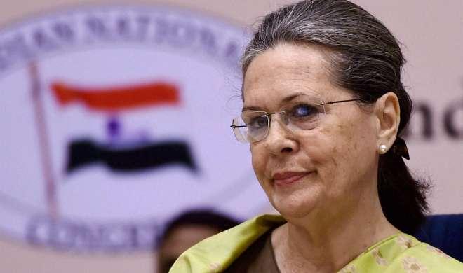 इंदिरा गांधी आपातकाल को लेकर बहुत असहज थीं : सोनिया - India TV