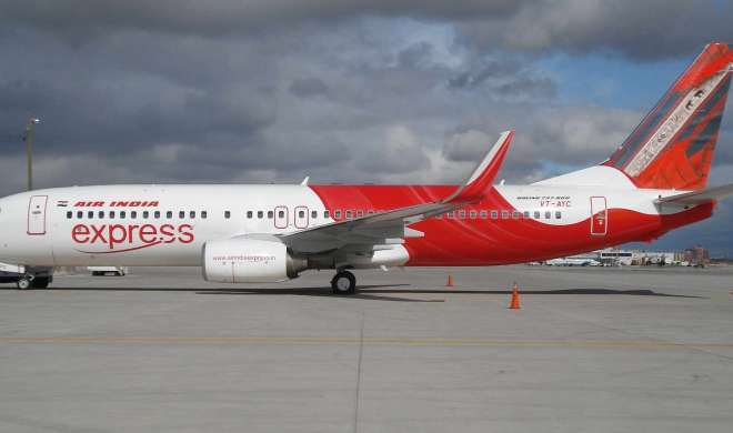एयर इंडिया एक्सप्रेस के विमान को आपात स्थितियों में उतारा गया - India TV