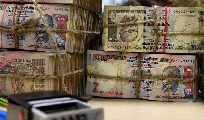 बैंक मैनेजर 3 दिन से नहीं गए थे घर, हार्ट अटैक से बैंक में ही मौत - India TV