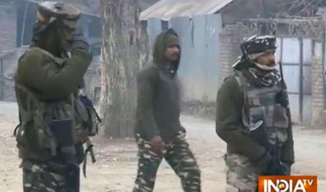 कश्मीर: बीएसएफ के काफिले पर हमला, 1 जवान घायल - India TV
