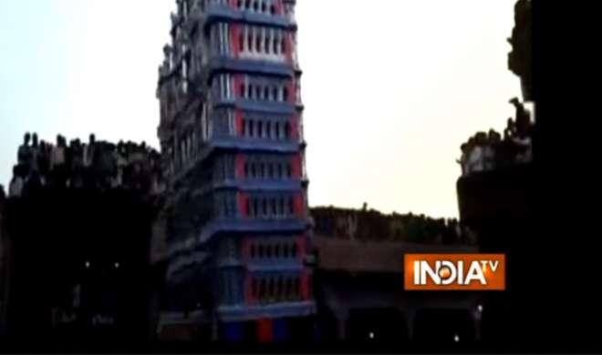VIDEO: चेहल्लुम के जुलूस में छज्जा गिरा, 3 की मौत, 25 घायल - India TV