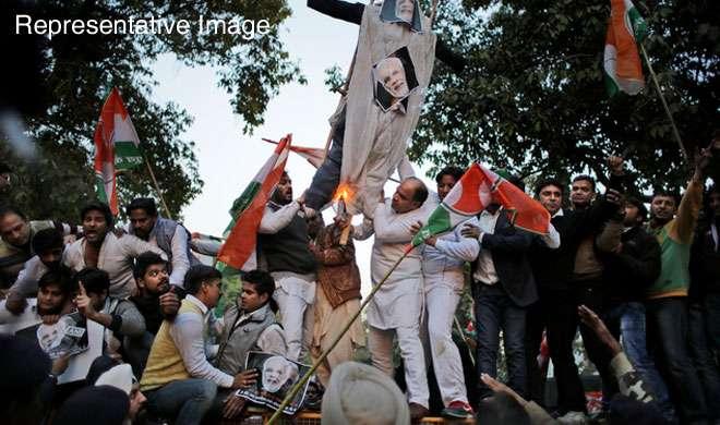 नोटबंदी के खिलाफ आज देशभर में विरोध प्रदर्शन कर रहे हैं विपक्षी दल