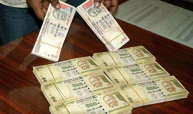 इंदौर में पुराने नोट बदलनेवाले 4 दलाल गिरफ्तार, 35 लाख बरामद - India TV