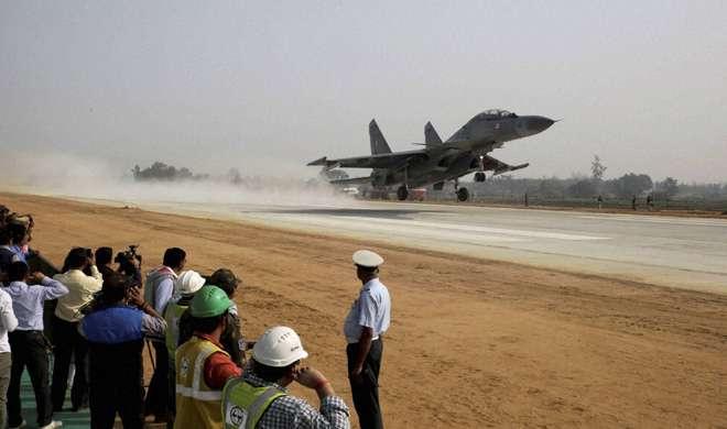 लड़ाकू विमानों की लैंडिंग के साथ आगरा-लखनऊ एक्सप्रेस-वे का उद्घाटन, देखिए दिलचस्प तस्वीरें - India TV