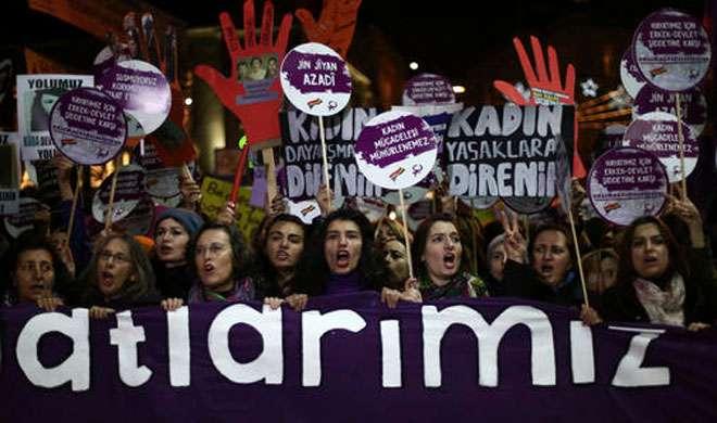 तुर्की: इस्तांबुल में महिलाओं के अधिकारों के समर्थन में उतरे हजारों लोग - India TV