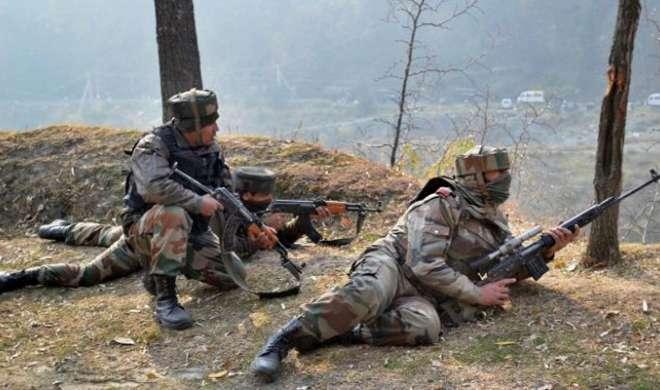 कश्मीर में मुठभेड़ के दौरान एक जवान शहीद, दो आतंकी ढेर - India TV