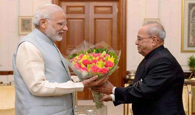 पीएम मोदी ने राष्ट्रपति से की मुलाकात, नोटबंदी पर दी जानकारी - India TV
