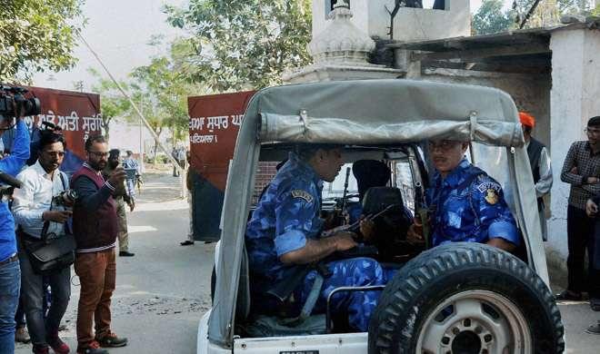 नाभा जेल हमला: खूंखार आतंकवादी समेत 5 कैदी फरार, डीजी सस्पेंड - India TV