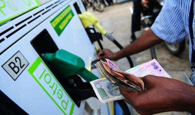 पेट्रोल 13 पैसे प्रति लीटर महंगा, डीजल की कीमतों में 12 पैसे प्रति लीटर की कटौती - India TV