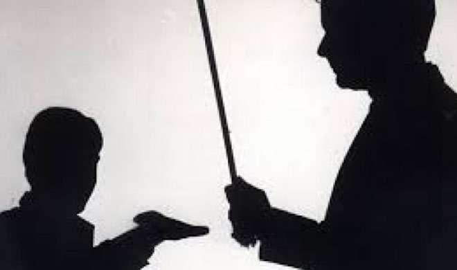 पाकिस्तान: टीचर की याताना से शिकार छात्र हुआ पैरालाइज - India TV