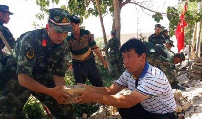 चीन: भूकंप के बाद 350 लोगों को बाहर निकाला गया - India TV