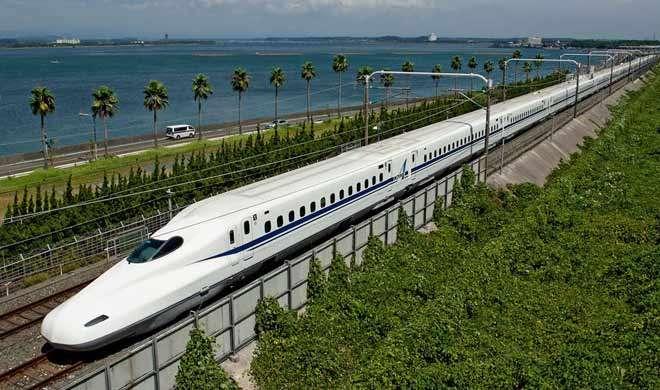 पाकिस्तान ने किया भविष्य में बुलेट ट्रेन की योजना से इंकार - India TV