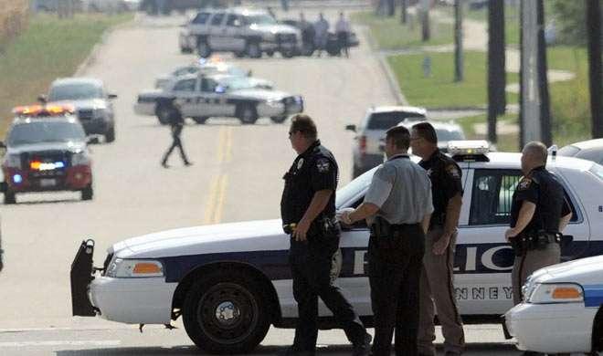 अमेरिका: पुलिस मुख्यालय के बाहर पुलिसकर्मी को मारी गोली - India TV